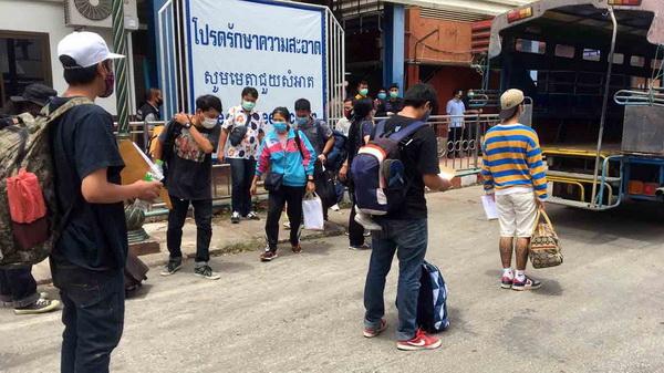 คนไทย  เดินทางกลับประเทศ